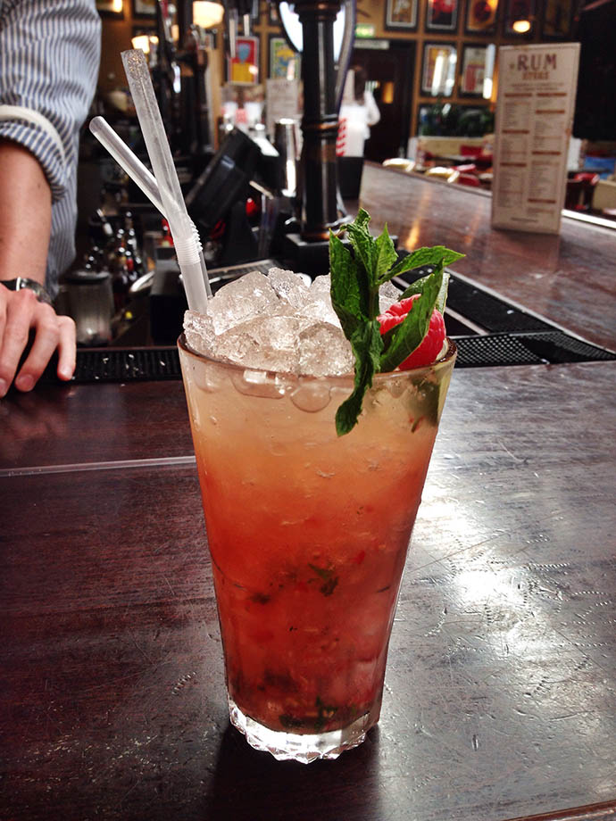 apple and raspberry mojito